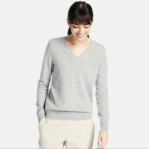 Ann Taylor   V Neck Cashmere Sweater Grey
